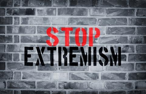 ¡No a los extremismos!
